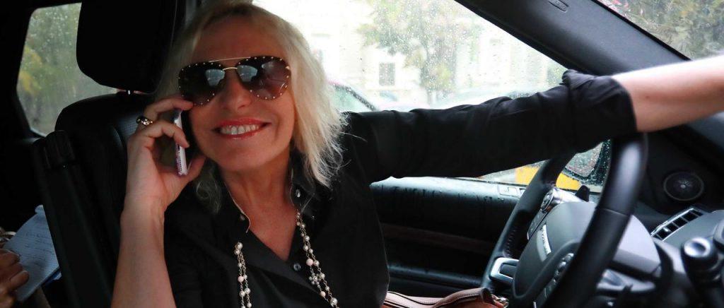 Antonella Clerici in auto