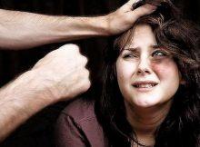 Bologna, picchia la moglie per convincerla a diventare testimone di Geova.